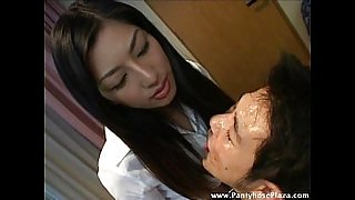 Licking gave slave a face-full of mistress&#039_ saliva