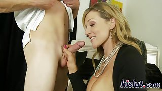 Stacked soccer mom has her beaver drilled