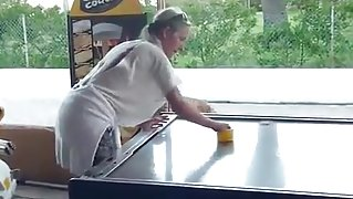 Braless Airhockey