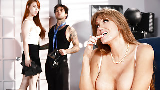 Darla Crane & Gwen Stark & Small Hands in Applicant Cunt - Brazzers