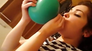 Malvina and green balloon POP